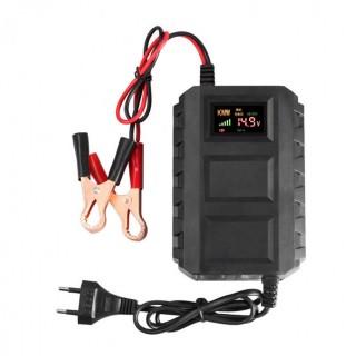 Polnilec avtomobilskih akumulatorjev z digitalnim prikazovalnikom